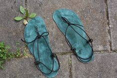 Gladiator Sandals, Leather Sandals, Seashell Crafts, Leather Working, Moccasins, Sea Shells, Flip Flops, Salzburg, Diy