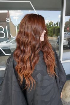 Fall hair color NBR extensions 2 rows of NBR extensions by Amber Patterson Brown Blonde Hair, Brunette Hair, Brown To Red Hair, Copper Brown Hair, Long Brunette, Brunette Color, Hair Color And Cut, Hair Color Dark, Magenta Hair Colors