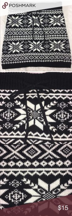dELIA Women's Knit Drawstring Black/White Skirt dELIA Women's Snowflake ❄️ Knit Skirt ~ Black And White~ Size XS~ Drawstring ~ In EXCELLENT used Condition!! ~ Coming from a pet free and smoke free home!! delia Skirts Mini