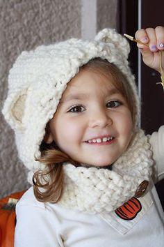 crochet hooded bear cowl (for inspiration, link doesn't work) Love Crochet, Crochet Gifts, Crochet For Kids, Crochet Ideas, Crochet Baby, Crochet Projects, Knit Crochet, Knitting Patterns Free, Knit Patterns