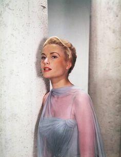 Grace Kelly in Edith Head Gown