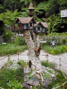45 Ideas Yard Art Diy Garden Projects Tree Stumps For 2019 Fairy Tree Houses, Fairy Garden Houses, Diy Garden, Gnome Garden, Garden Trees, Dream Garden, Garden Projects, Garden Art, Garden Design