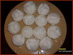 This is one of my favorite afternoon snacks. You can also see rice puto/muffins served in some Filipino gatherings and occasions. Pinoy Dessert, Filipino Desserts, Filipino Recipes, Puto Rice Flour Recipe, Donut Muffins, Donuts, Steam Cake Recipe, Steamed Cake, Pinoy Food