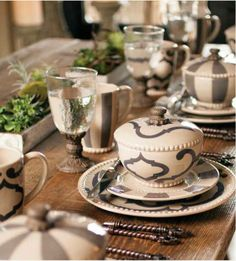 More of your favorites from The GG Collection's Livingstone Collection including the wildly popular Ogee-G pattern for 2014
