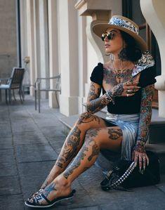silver x black Body Tattoo For Girl, Hot Tattoo Girls, Full Body Tattoo, Tattoed Women, Tattoed Girls, Inked Girls, Asian Tattoos, Hot Tattoos, Girl Tattoos