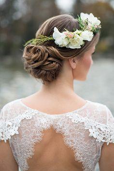 Летняя идея для свадьбы: цветы в волосах - Cosmopolitan Bride