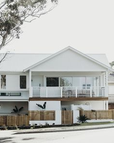 Awesome White Beach House Design - Home Style White Beach Houses, White Houses, Cottage, Layout, Facade House, Home Design Plans, Coastal Homes, House Goals, Home Fashion