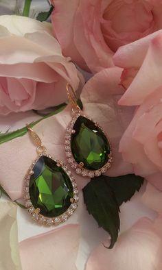 Σκουλαρίκια κρεμαστά σε πράσινη απόχρωση Gemstone Rings, Gemstones, Swarovski, Jewelry, Products, Fashion, Ornaments, Moda, Jewlery