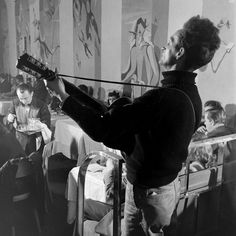 October 3, 1967: Legendary folk singer Woody Guthrie dies. On assignment for LIFE in 1943, photographer Eric Schaal followed Guthrie as he gave impromptu performances around New York — here, the resulting photographs: http://ti.me/RcTqQQ