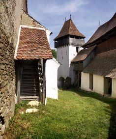 Viscri Village, Transylvania, Romania Weekend Fun, Countryside, Medieval, Transylvania Romania, Places To Visit, Cabin, Mansions, House Styles, Nice