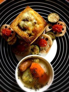 ぱぱの晩ごはキレイにお飾りしました(。•̀◡-)✧ - 20件のもぐもぐ - ミートパン 焼き野菜 ポトフ by 15chan