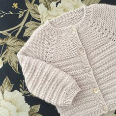 Image of Rillo Og Hyggen Str .: 0 – months, Image of Rillo Og Hyggen Str .: 0 – months, Image of Rillo Og Hyggen Str .: 0 – months, Image of Rillo Og Hyggen Str … Baby Cardigan Knitting Pattern Free, Baby Boy Knitting Patterns, Baby Sweater Patterns, Knitted Baby Cardigan, Knit Baby Sweaters, Toddler Sweater, Knitting For Kids, Girls Sweaters, Crochet Poncho