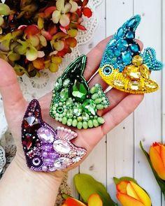 Brooches Handmade, Earrings Handmade, Handmade Jewelry, Bead Embroidery Jewelry, Beaded Embroidery, Seed Bead Jewelry, Beaded Jewelry, Bead Crafts, Jewelry Crafts