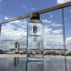 www.brandeau.ch I Check-in at Zurich Airport.  •••  #brandeaubottles #wasser #water #wasserflasche #wassertrinken #wassergenuss #hahnenwasser #stilleswasser #flasche #tapbottle #tapwater #trinkflasche #takeawaybottle #togobottle #togo #takeaway #bpafree #tritanbottle #tritanflasche #bpafreebottle #airportzurich #checkin #flughafenzürich #airport #airportwater #flughafenrestaurant #airportrestaurant