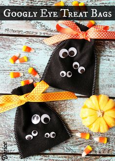 Googly Eye Halloween Treat Bag Ideas #Halloween #crafts