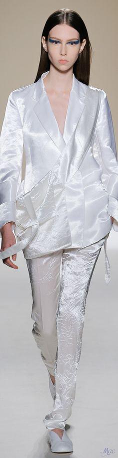 Spring 2017 Ready-to-Wear Victoria Beckham