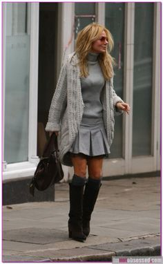 pleated skirt and light grey under my big sweater Geri Halliwell, Comfortable Clothes, Big Sweater, How To Do Nails, How To Wear, Spice Girls, Celebs, Celebrities, Fall Season