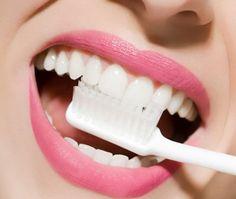 Sararan ve grileşen dişlerden kurtulmak için pratik yöntem http://www.sagliklibesin.net/2014/12/sararan-ve-grilesen-disler-icin-pratik-yontem.html
