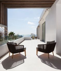 ES Roca Llisa: A modern villa located on the island of Ibiza. The architecture combines contemporary elements with natural materials. Interior by ARRCC. Outdoor Sofa, Outdoor Spaces, Outdoor Living, Outdoor Furniture Sets, Outdoor Decor, Moraira, Terrace Design, Terrace Ideas, Patio Ideas