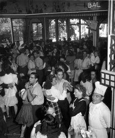 Robert Doisneau  //  Chez Gégène à Joinville-le-Pont Paris 1945.  (  http://www.gettyimages.co.uk/detail/news-photo/chez-gegene-joinville-le-pont-news-photo/121508242