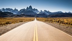 My journey to Argentina took place in February. During our stay in Patagonia we had sunny weather. We stayed in El Calafate and we had 3 whole days to travel to Perito Moreno glacier, El Chalten, and Torres del Paine (Chile). Beautiful Roads, Beautiful World, Beautiful Places, Magic Places, Places To Go, Road Trip Usa, Empty Road, Argentine, Argentina Travel