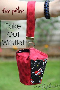 Take Out Wristlet Free Pattern on craftystaci.com #freesewingpattern #freebagpattern