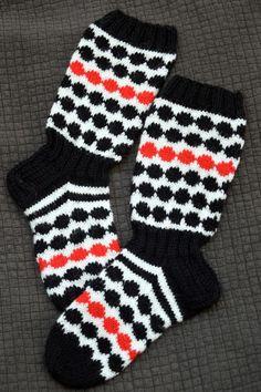 Fair Isle Knitting, Knitting Socks, Knitting Ideas, Wool Socks, Marimekko, Handicraft, Mittens, Knit Crochet, Diy And Crafts