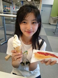 Young Japanese Girls, Japanese Kids, Cute Japanese Girl, Asian Cute, Cute Asian Girls, Cute Girls, Little Girls, Cute Baby Dogs, Cute Babies