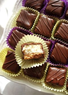 Čizkejk kockice Candy Recipes, Sweet Recipes, Dessert Recipes, Mini Desserts, Sweet Desserts, Peanut Butter Brownies, Something Sweet, Food To Make, Food And Drink