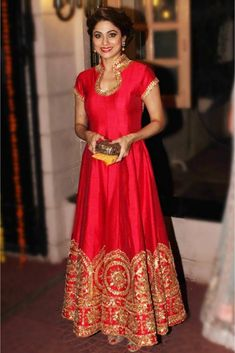 Mode Bollywood, Bollywood Fashion, Bollywood Style, Bollywood Suits, Party Wear Indian Dresses, Indian Outfits, Flapper Dresses, Indian Gowns, Indian Clothes