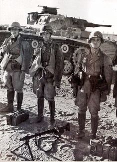 A Afrika Korps machine gun team posing in front of a Panzer 3 Ausf J