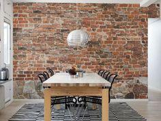 papier peint imitation brique dans une salle a manger avec table et six chaises