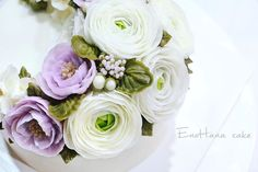 Done by me Advanced class-day3  enohanacake.com Kakaotalk ID:touko76 Line:enohanaflowercake  Enohana flower cake & baking class studio  #camellia #플라워케이크 #버터크림플라워케이크#플라워케이크클래스 #birthdaycake #주문케이크#수제케이크#생일케이크#웨딩케이크#buttercreamcake #butter#buttercreamflowercake #flowercake #에노하나케이크  #weddingcake #dessert #dessertstagram #flowercakeclass #bakingclass #연남동#bakingstagram #cakedecorating#koreanflowercake#バータークリーム#specialcake #フラワーケーキ #cakedecoration