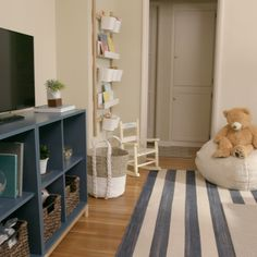 It's time to clear the clutter once and for all with these hacks for a tidy family room. It's time to clear the clutter once and for all with these hacks for a tidy family room. Home Design Decor, House Design, Home Decor, Design Ideas, Interior Design, Living Room Decor, Bedroom Decor, Decor Room, Bedroom Storage
