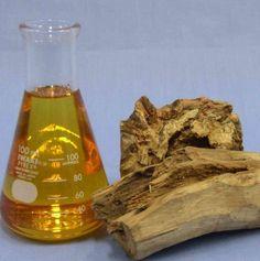 6 Excellent Essential Oils for Skin Brightening Sandalwood Oil Benefits, Sandalwood Essential Oil, Essential Oils For Skin, Pure Essential, Tanning Oil Homemade, Homemade Tan, Best Oils, Oil Uses, Skin Brightening