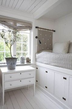44 Smart Bedroom Storage Ideas | DigsDigs - tricky for a doble bed but... oh so lovely. :)