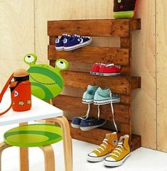 Child-friendly wooden pallets DIY Tower shoes