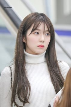 Find images and videos about kpop, red velvet and irene on We Heart It - the app to get lost in what you love. Red Velvet アイリーン, Red Velvet Irene, Seulgi, South Korean Girls, Korean Girl Groups, Sehun, Turtleneck Outfit, Airport Style, Korean Beauty