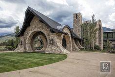 Exterior Design by Roxbury Studios Salt Lake City Casa Dos Hobbits, Usa House, Cabin House Plans, Dream Mansion, Cabin Interiors, Unusual Homes, Stone Houses, Estate Homes, The Hobbit