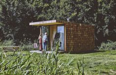 Shingled tiny home raises the bar for glamping in Holland - The Spaces Prefab Cabins, Lake Cabins, Tree Tent, Interior Design Shows, Forest Cabin, Cottage Renovation, Timber Cladding, Starry Night Sky, Tiny House Cabin