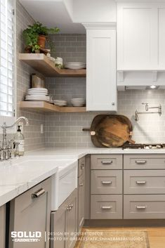 This spacious kitchen perfectly combines farmhouse style and modern! Shown: Newport in Gray and Frost Design: Build: Photo: Kitchen Dinning Room, Kitchen Wall Tiles, Home Decor Kitchen, Kitchen Interior, Kitchen Ideas, Kitchen Design, Modern Farmhouse Kitchens, Farmhouse Style, Pantry Closet