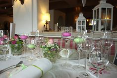 Tischdekoration in Grün und Pink