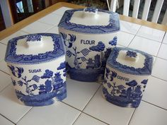 blue willow canister sets for kitchen Blue Willow Decor, Blue Willow China, Blue And White China, Blue China, Blue Dishes, White Dishes, Chinoiserie, Willow Pattern, Canister Sets