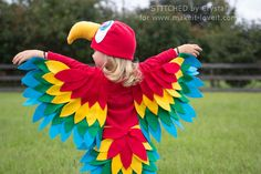 Costume DIY: How to Make a Homemade Parrot Costume With WINGS! Parrot an Easy Parrot Costume (perfect for Halloween or dress-up! Top Halloween Costumes, Easy Costumes, Toddler Costumes, Kids Costumes Girls, Holidays Halloween, Halloween Kids, Tutorial Fantasia, Baby Parrot Costume, Bird Wings Costume