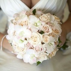 champagne and ivory bouquet