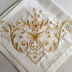 Cutwork Embroidery, Sewing Machine Embroidery, Embroidery Designs, Filet Crochet, Crochet Stitches, Gold Work, Sewing For Beginners, Embroidered Flowers, Sewing Hacks