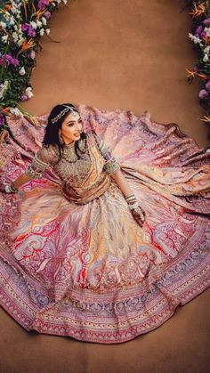 Indian Bridal Photos, Indian Bridal Outfits, Indian Bridal Makeup, Indian Bridal Fashion, Indian Bridal Wear, Indian Fashion Dresses, Bridal Dresses, Indian Wedding Video, Robes Glamour