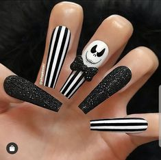 Check out our tips for applying top Halloween nail ideas in 2019 between pumpkin nails, candy corn nails, spider web nails, Halloween press on nails, & stickers Holloween Nails, Cute Halloween Nails, Halloween Acrylic Nails, Fall Acrylic Nails, Halloween Nail Designs, Halloween Ideas, Halloween Coffin, Trendy Halloween, Glitter Nails