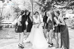 Nunta este, fara indoiala, unul dintre cele mai mari evenimente din viata. Imbracarea rochiei, a tinutei de nunta a mirelui sau...