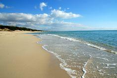 Come ogni mese un nuovo #Paesaggio della nostra #Puglia.  Con questa bellissima foto della spiaggia di #TorreLapillo vogliamo augurarvi #BuoneVacanze.  Saremo chiusi dal 5 al 25 Agosto.  #Agosto2017 #PaesaggiDiPuglia #NonVeniteInPuglia #Salento #HappyHolidays #Lecce